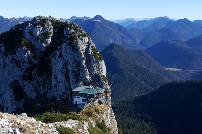 Blick zur Tegernseeher Hütte im Mangfallgebirge