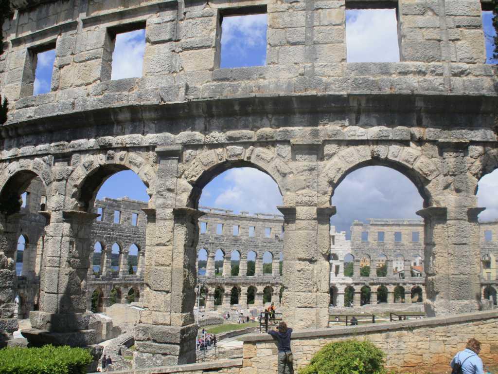 Blick auf das Amphitheater Pula