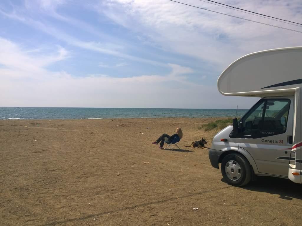 Wohnmobil am Strand bei Civitavecchia